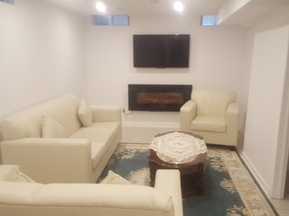 Heart of Woodbridge Luxury Suite Apt - Close to subway
