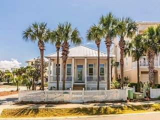 Creole Cottage: 2BR at Destin Pointe w/ Resort Pool & Private Beach