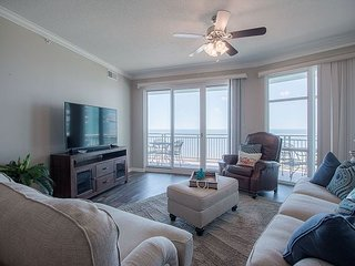 Beautiful 2 bedroom / 2 bath condo with Gulf view!