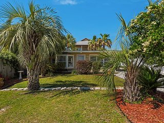 Crystal Beach - The Lily Pad Guest House  2 Blocks from Beach