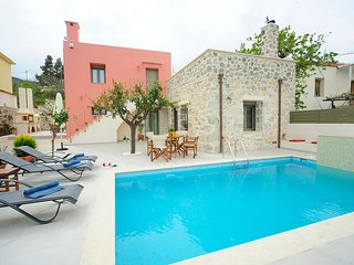 Beautiful villa, Private pool, Traditional village,Walking distance to amenities