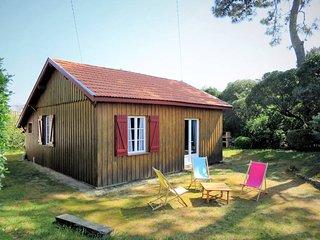 2 bedroom Villa in Saint-Hilaire-de-Villefranche, Nouvelle-Aquitaine, France : r
