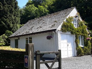 Squirrel Bank Cottage in walking distance to the lake and Bowness Bay.