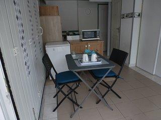 appartement de 2 pièces refait à neuf  à 50 m de la mer