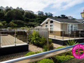 Fantastic new 3 bedroom luxury lodge, sleeps 6 next to the beach
