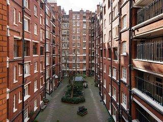 Bright Queen Alexandra Apartment - MPN