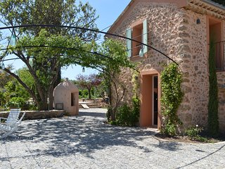 Charming comfortable provencal cottages with heated pool and Air-condition