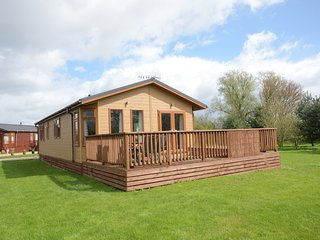Malton Grange Lodges Amotherby Kingfisher Lodge with private hot tub