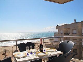 Apartamento con 3 habitaciones para 6 personas con piscina y vistas al mar