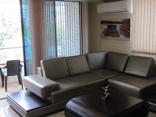 Two Bedroom AC, Hot Tub Balcony, Wifi Parque Poblado area APT 302