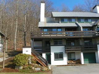 Spacious 4 Bedroom Condo with Stunning Views of Loon Mountain Ski Area & Adventu