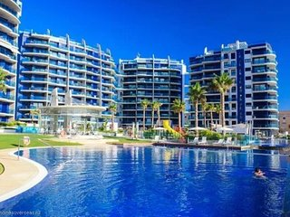 Luxurious spacious 3 bed 3 bath apartment seaviews