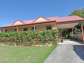 BEILBY BEACH COTTAGE - FREE WIFI & FOXTEL - PET FRIENDLY (OUTSIDE ONLY)