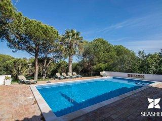 Casa Pequena - Welcoming 5 bedroom villa between Vale do Lobo and Quinta do Lago
