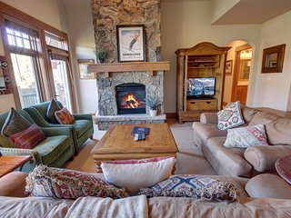 3053 Lone Eagle Incredible Ski in-Ski out 3 bdrm 3.5 Baths
