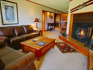 Pines 2136 Mountain View 2bdrm Condo with Private Deck by Summitcove Lodging