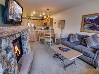 Expedition Station 8622 FREE WIFI, Fireplace, Hot Tub, Pool, River Run Village,