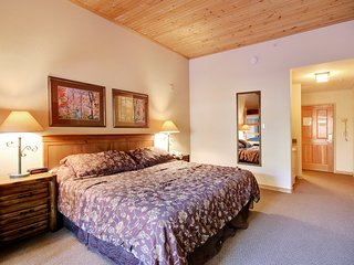 Gateway Lodge 5002 Sleeps 5, King Bed, Walk to River Run with indoor pool and ho