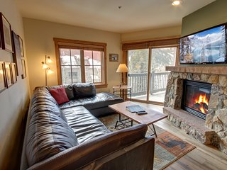 Expedition Station 8607 Great View, FREE WIFI, walk to slopes, Hot Tub & Pool by