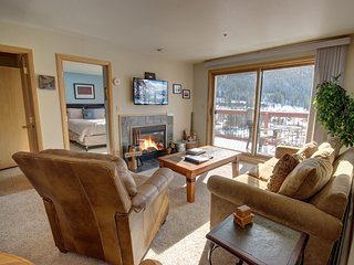 Cinnamon Ridge B304 Ski slope views, Wood fireplace, Private Laundry, Walk to li