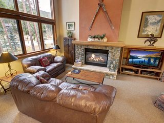 Ironwood 2988 with Private hot tub, Garage, Grill, Laundry and walk to slopes!