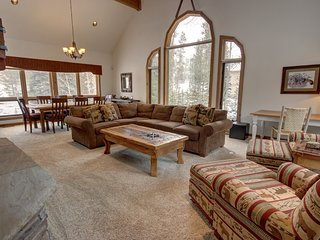 Keystone Golf Retreat 114 Sleeps 14 Pool Access, private Hot Tub/Garage By Summi