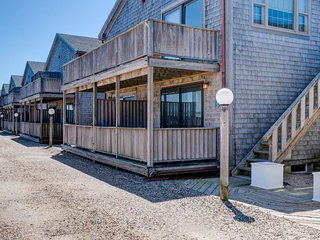 NEW LISTING! Beachy condo w/private, shaded deck-1/2 block to the beach