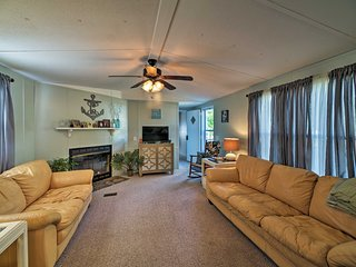 Quiet Swansboro House near Emerald Isle Beaches!