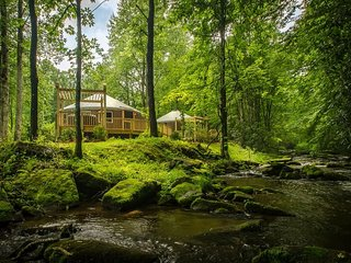 Luxury Creekside Yurt with Hot Tub
