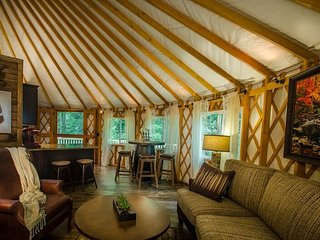 Creekside Luxury Yurt -2 Bedroom-Hot Tub