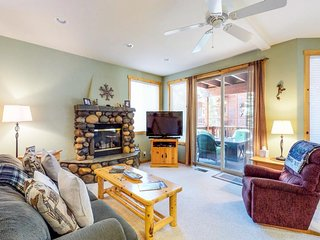 NEW LISTING! Comfy condo w/shared pool, hot tub, tennis & more