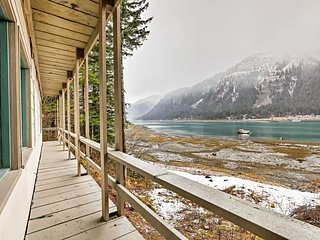Waterfront Home w/Deck 5 Mins to Downtown Juneau!