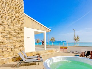 Beachfront Villa Silenci