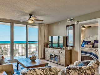 Pelican Beach 4th floor 2 bedroom with unobstructed ocean views - on the beach -