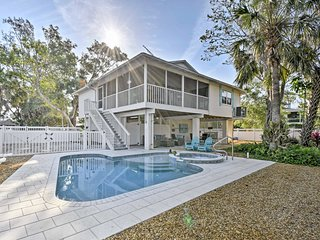 NEW-Canalfront Anna Maria Cottage w/Pool & Hot Tub