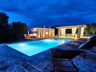 Casolare degli Ulivi, OSTUNI - Villa with prvt pool, outdoor kitchen, WiFi, AC