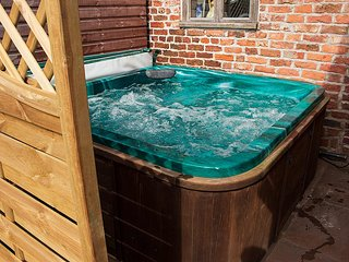 private garden hot tub seats 6