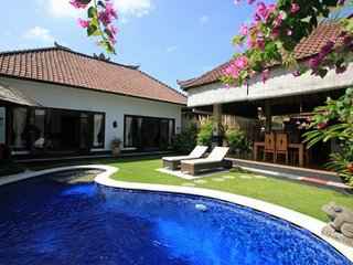 VILLA OCEANE 3 B 6/7 p with pool  in SEMINYAK 0BEROI  800 m walk from the beach