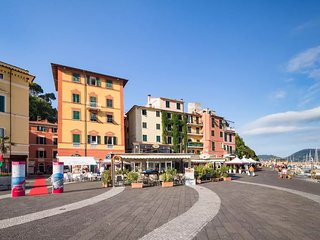 Lerici Central Piazza, Pedestrian Zone, Harbour