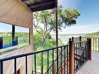 Renovated 3BR Spicewood Cabin w/ Balconies & Sweeping Lake Views