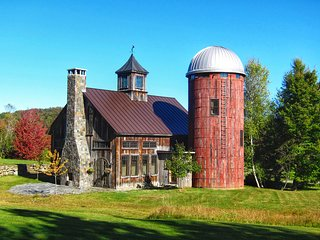 Timber frame Barn & Silo home, 250 acres, Treehouse, Open fire, 15 min to Stowe.