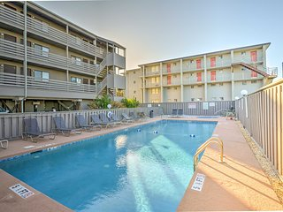 Garden City Condo w/Pool Access - Walk to Beach!