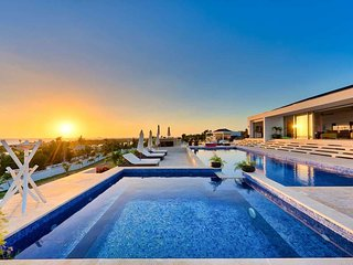 GRANDE AZURE ... Spectacular new modern 5 BR villa! Come and live the good life!