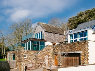 Large family house (sleeps 12) perfectly positioned in Rock