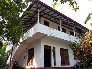 Tropical Paradise Villa close to Beaches and City