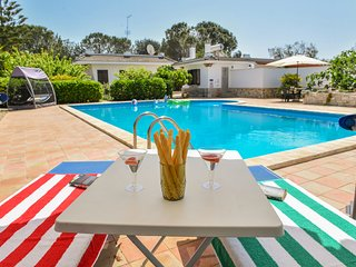 2 Villas for 2 families/friends around large pool in private enclosed estate