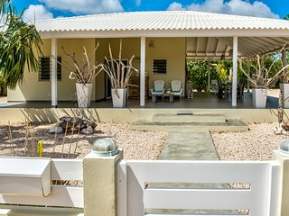 ** Summer Special ** Great 2 bedroom villa in popular neighborhood of Belnem