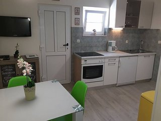 Apartment next to the beach, Trogir, Ciovo (Viki I)