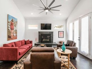 Tastefully Renovated Austin Compound One Block off SoCo Ave - Perfect for a Grou