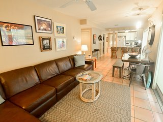 Beautiful Large 2BR KINGs (or twins) condo,deck and patio, Truman Anx, Pool